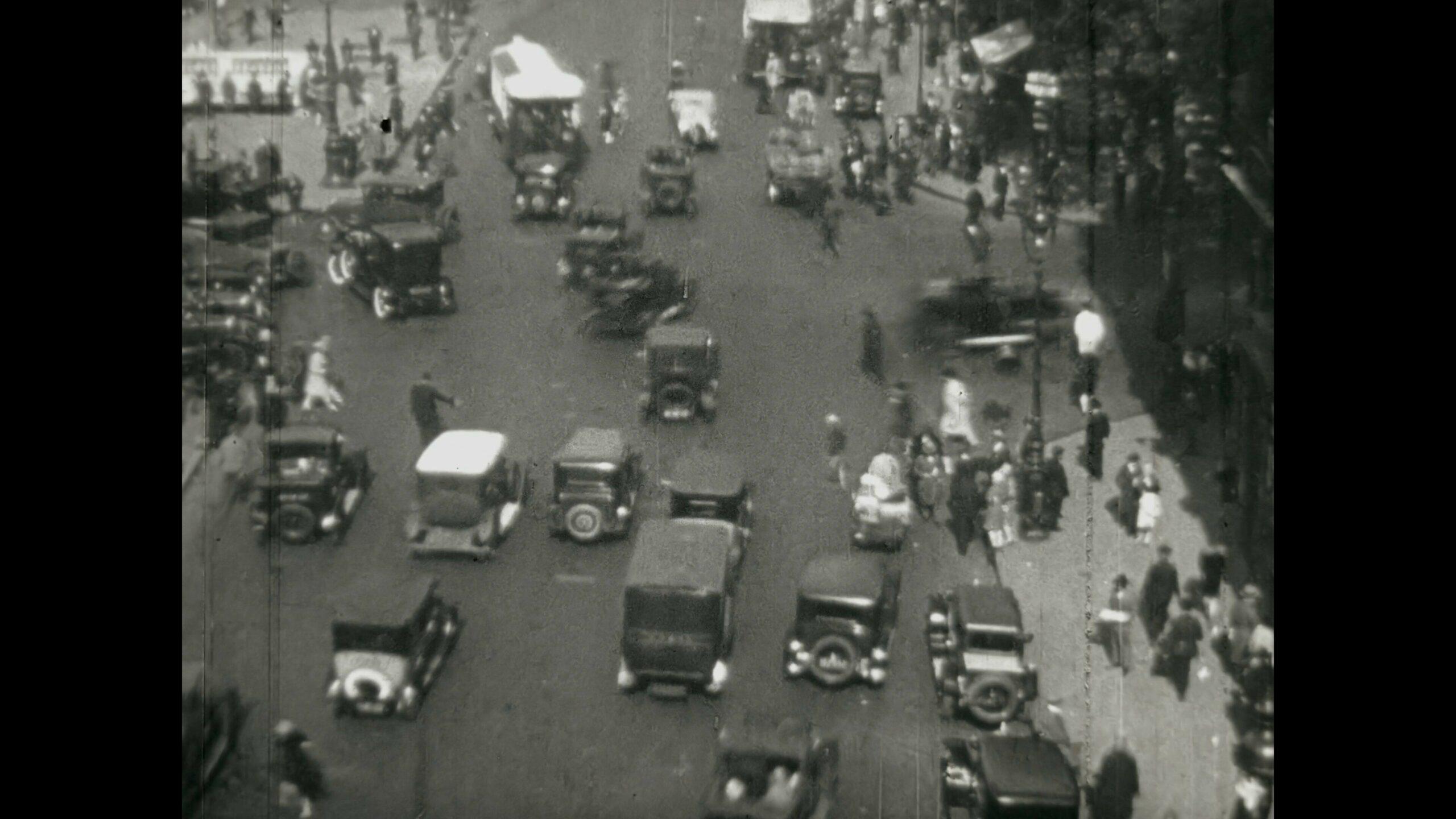 Actualites Pathe - 07 Novembre 1929, Circulation dense dans Paris vignette